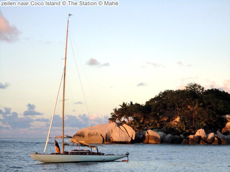 zeilen naar Coco Island The Station Mahé
