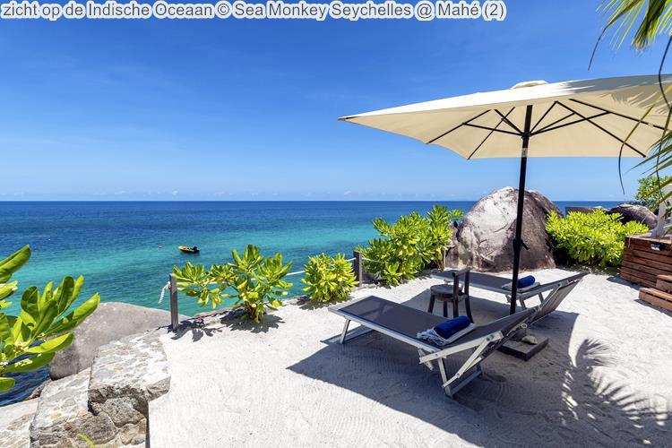 zicht op de Indische Oceaan Sea Monkey Seychelles Mahé