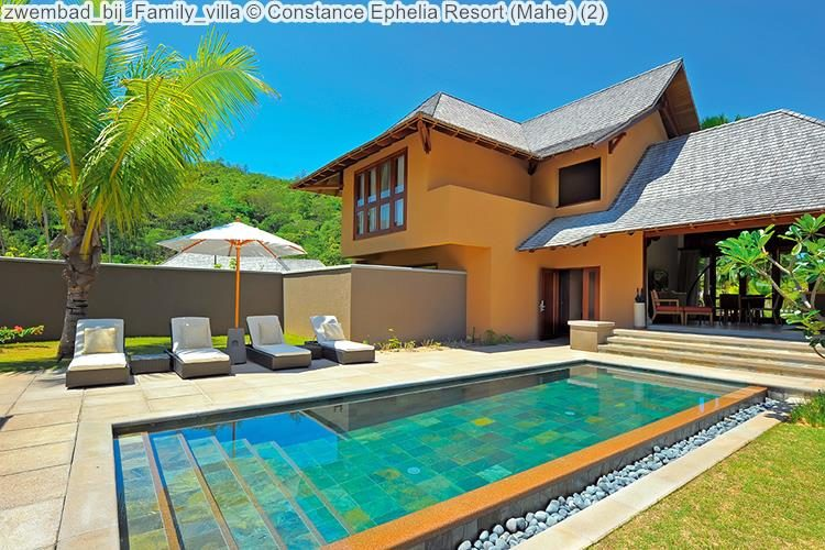 zwembad bij Family villa Constance Ephelia Resort Mahe