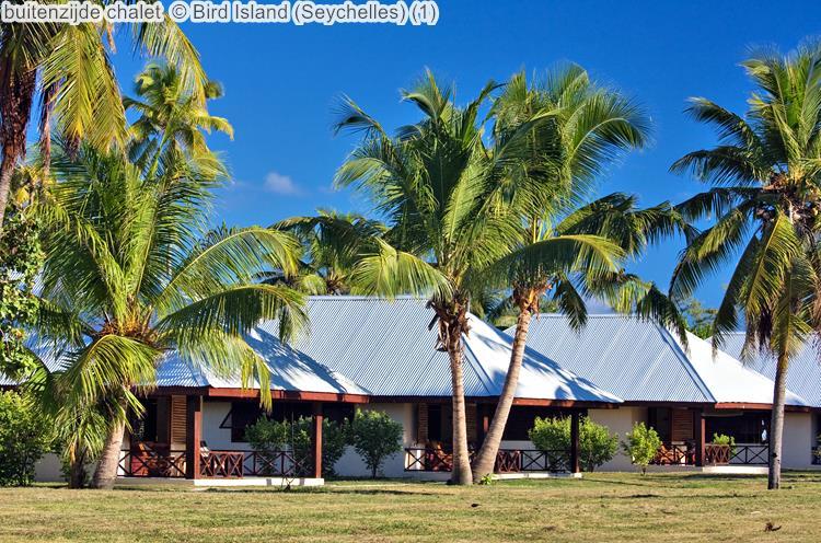 buitenzijde chalet Bird Island Seychelles