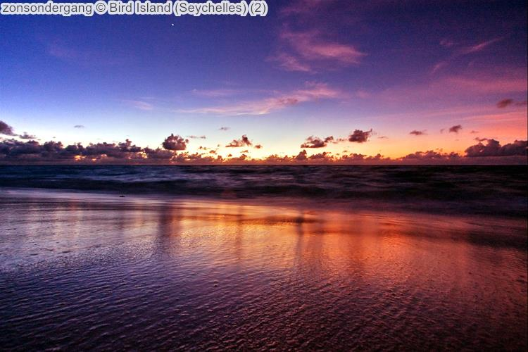 zonsondergang Bird Island Seychelles