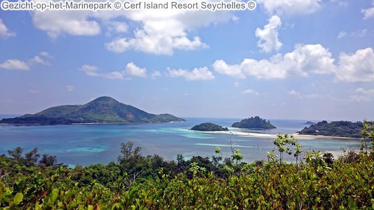 Gezicht op het Marinepark Cerf Island Resort Seychelles