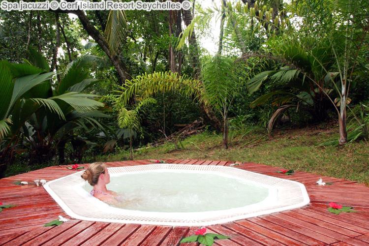 Spa jacuzzi Cerf Island Resort Seychelles