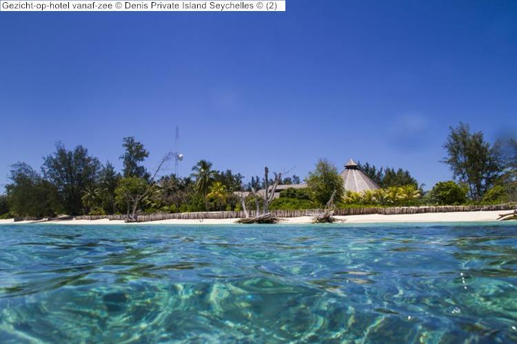Gezicht op hotel vanaf zee Denis Private Island Seychelles