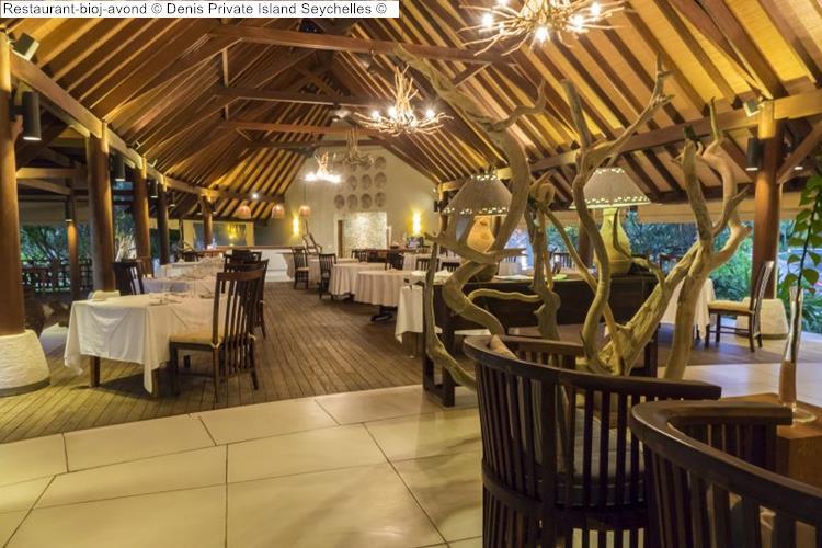 Restaurant bij avond Denis Private Island Seychelles