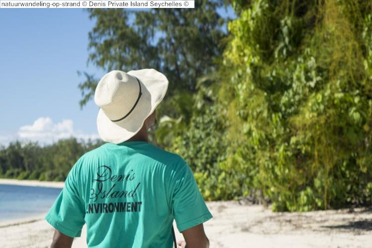 natuurwandeling op strand Denis Private Island Seychelles