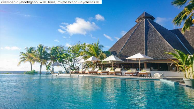zwembad bij hoofdgebouw Denis Private Island Seychelles