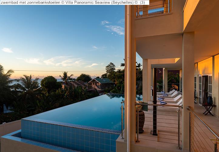 zwembad met zonnebankstoelen Villa Panoramic Seaview Seychelles